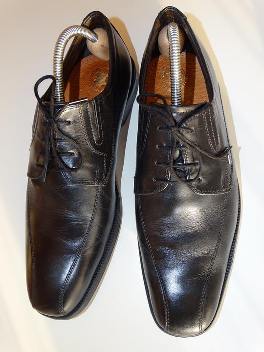 L'embauchoir de chaussure, un accessoire destiné à la protection et le maintien de forme de vos chaussures