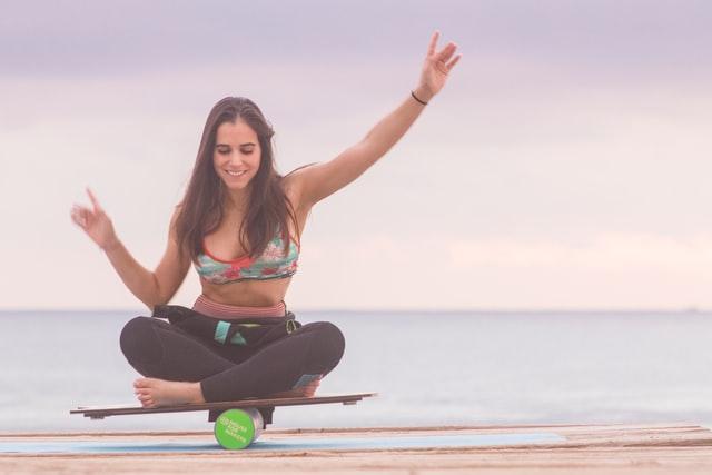 La planche à équilibre, un moyen de booster l'ensemble de ses muscles